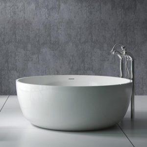 Runt badkar i kompositmaterialet solid surface.