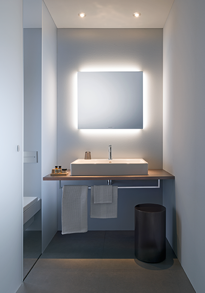 LM badrumsspegel med 4-sidigt stämningsljus